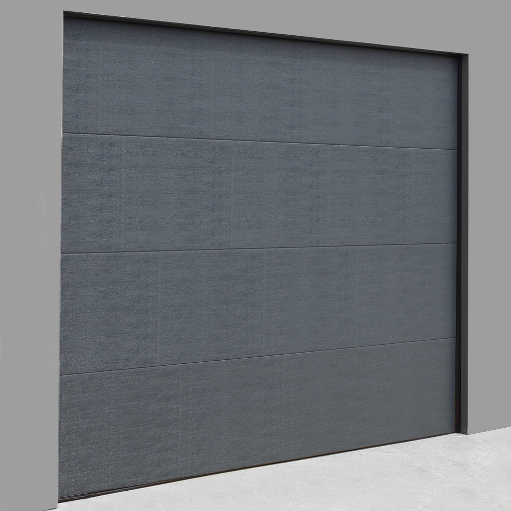 Brama Garażowa K4 w pięknym, intensywym odcieniu szarości oraz gładkim panelu o piaskowj strukturze.