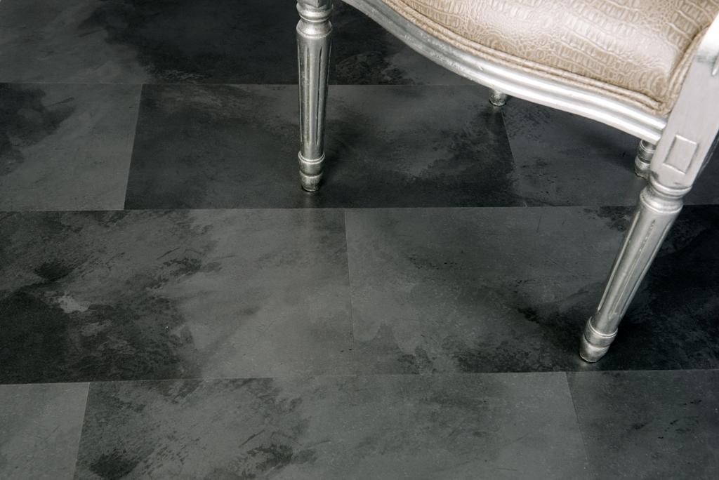 Kafle w kolorze ciemnego betonu to nowoczesność i elegancja