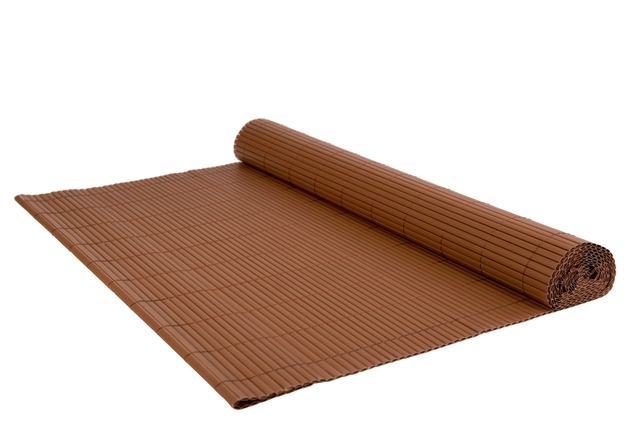 Rolka brązowej osłony jest dostępna w rozmiarze 1x3 m.