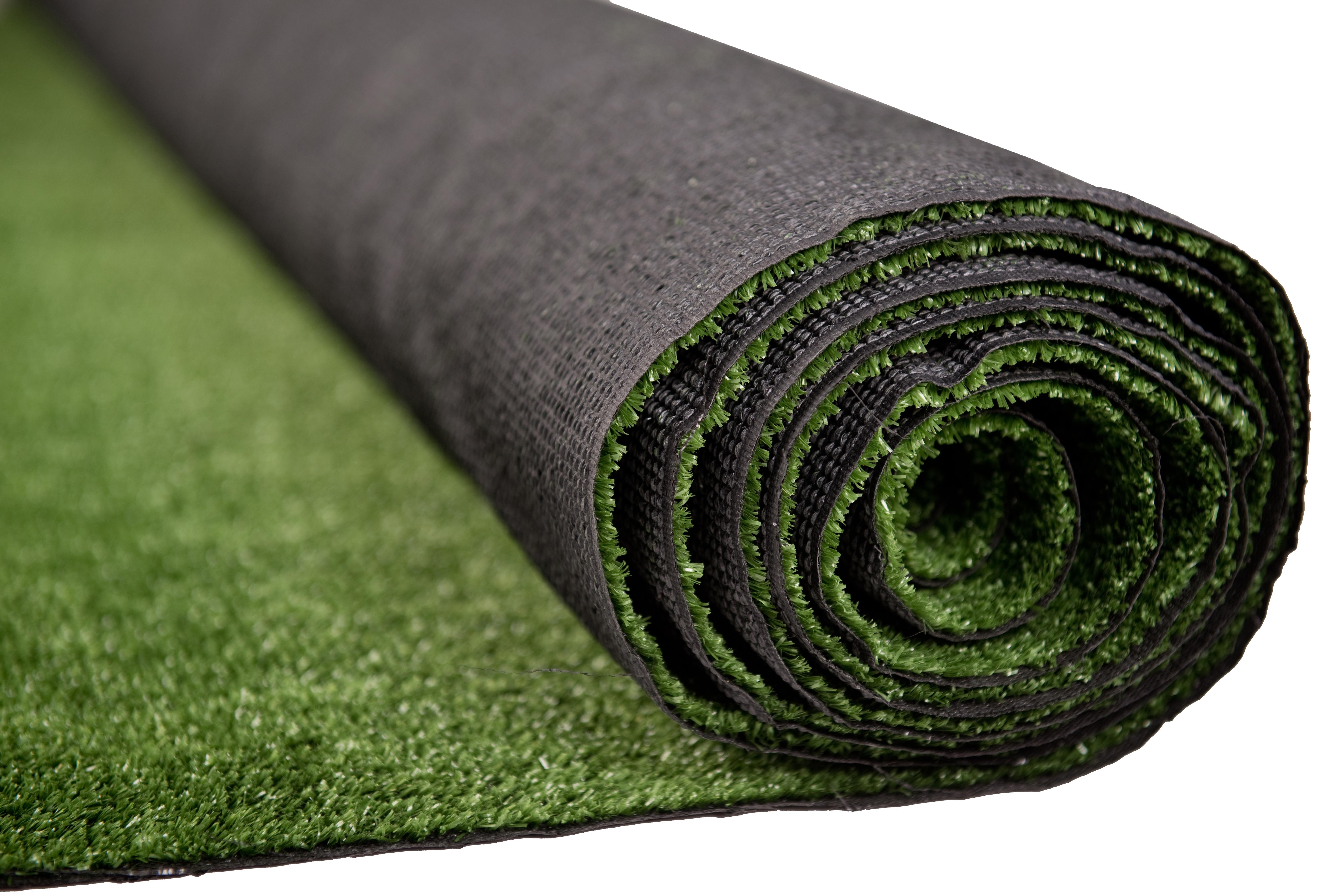 Sztuczna trawa w rolce jest świetną alternatywą dla naturalnego trawnika.